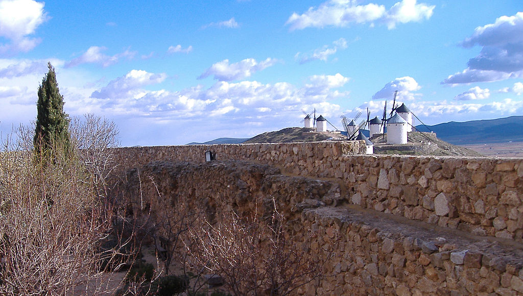 Molinos vistos desde el castillo de Consuegra [Windmills seen from the Castle of Consuegra]