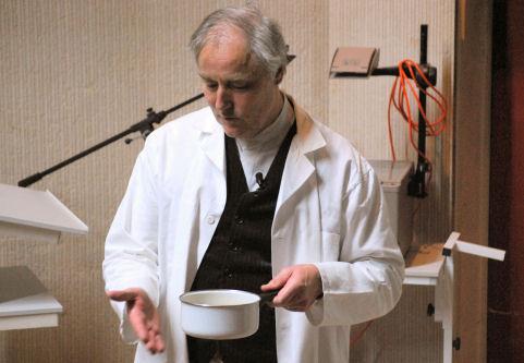 Hervé This, chimiste inventeur de la gastronomie moléculaire.