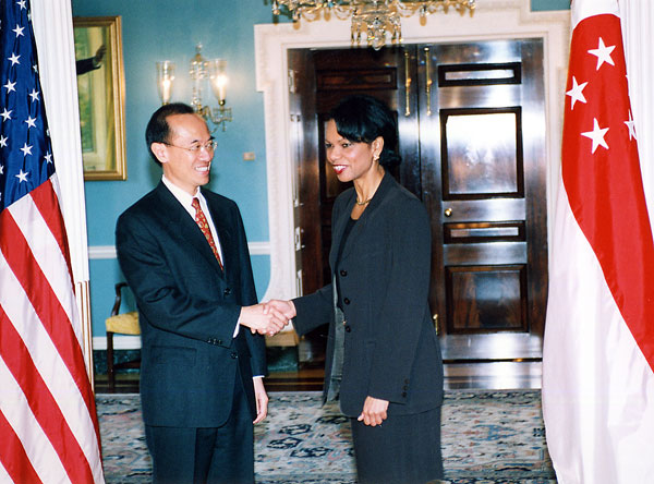 : The Minister for Foreign Affairs of Singapore George Yeo with United States Secretary of State Condoleezza Rice in the Treaty Room of the White House, Washington, D.C.