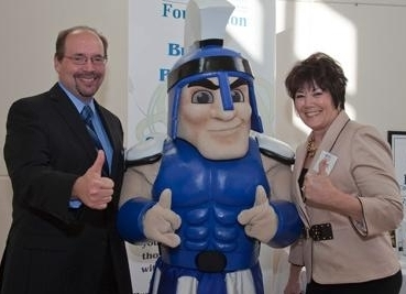 Dr. Phil Simpson and Dr. Sandy Handfield with Mr. Titan giving a thumbs up
