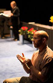 image_of_sign_language_interpreter_baldman_with_glasses2