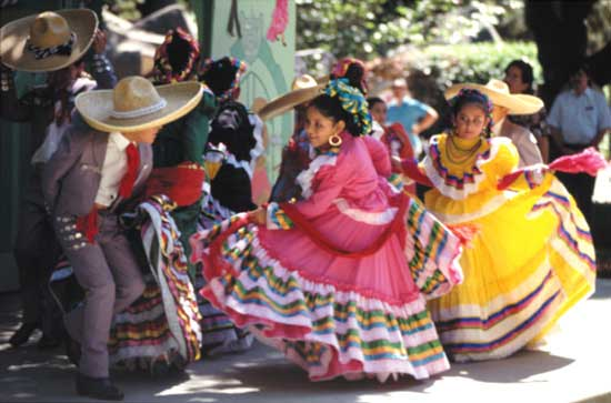 colorful folklorico dancers