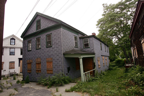 Picture of dilapidated house in New London CT