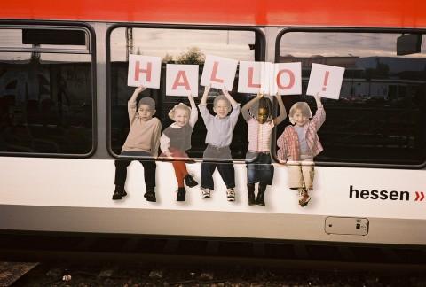 children holding letters spelling HALLO