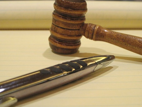 yellow legal pad with pen and gavel