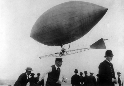 L. Guy Mecklem's 1907 dirigible flight at Seattle's Luna Park