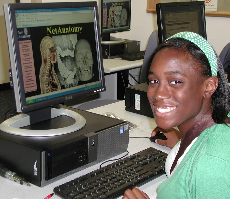 Student using NetAnatomy
