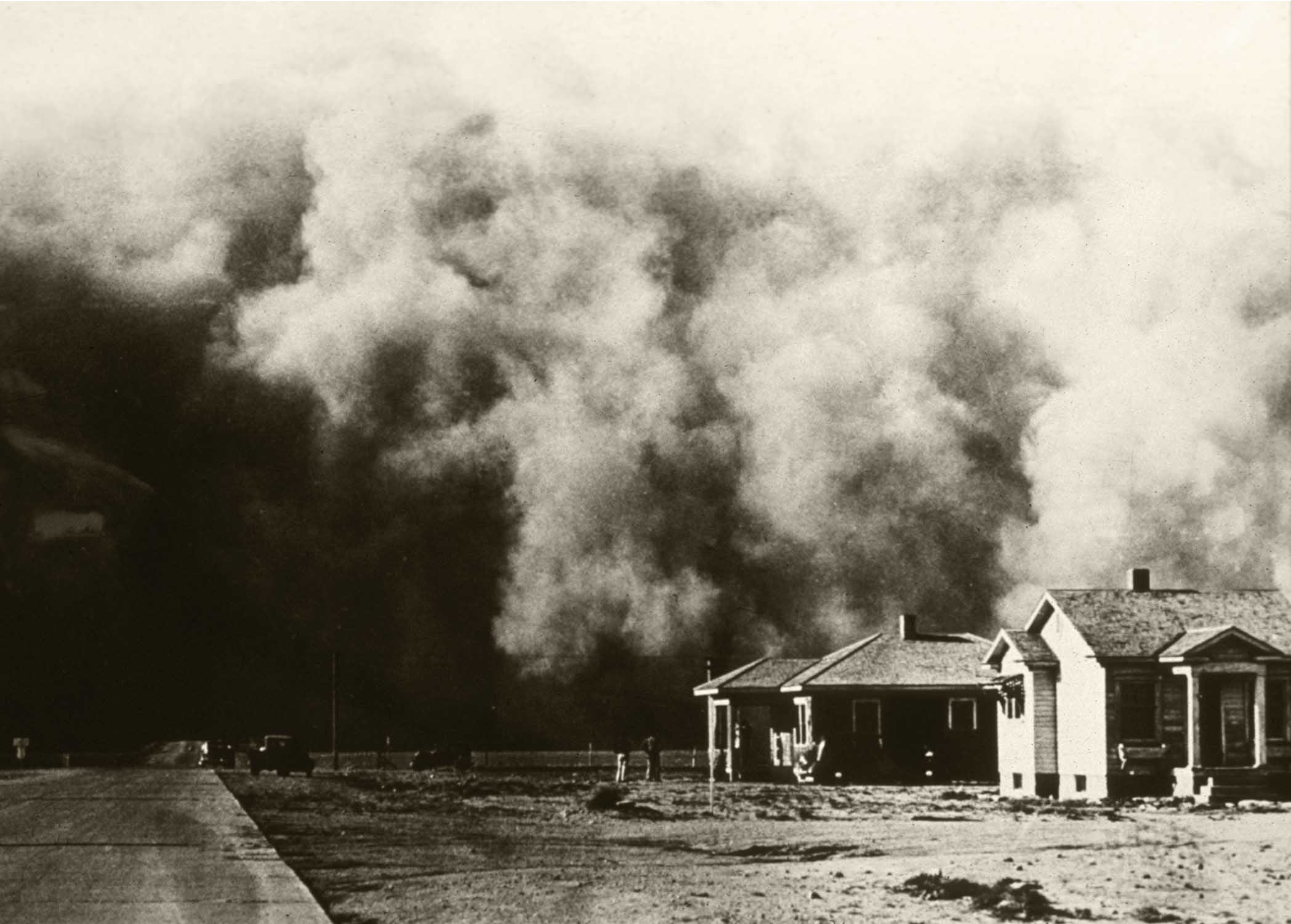 A dust storm about to cover a home in the middle of the United States 1930s