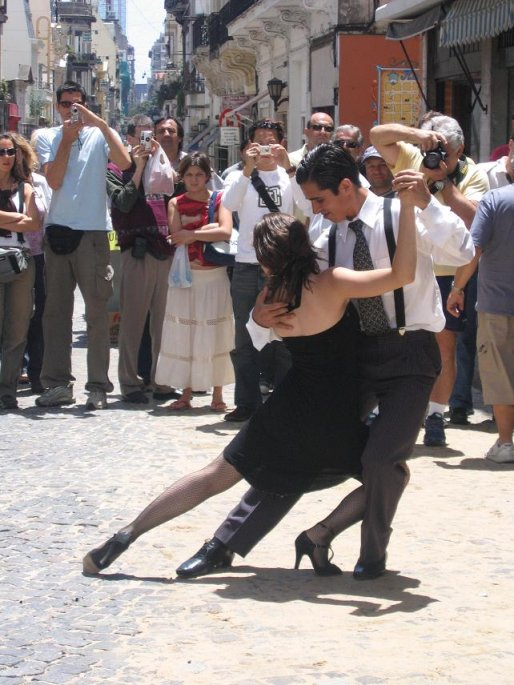 Argentinian tango in the streets of San Telmo, Buenos Aires