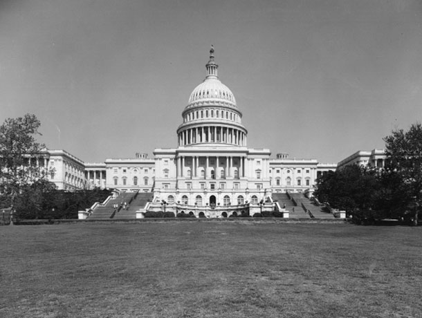 a black and white photo of the us capitol building