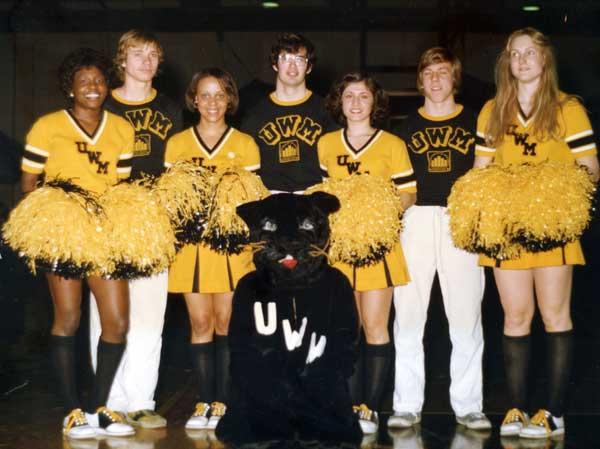 cheerleaders1977.jpg