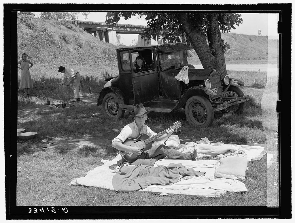 Camp of migrant workers near Prague, Oklahoma. Lincoln County