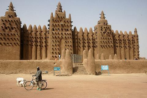 Sudanese-style mosque / Djenne, Mali