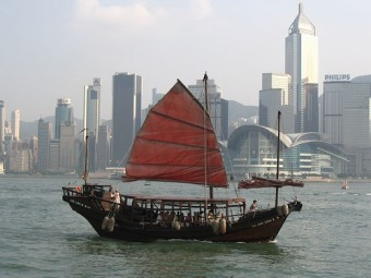 Boat in harbour, Hong Kong [Image: Mike UCL (Mike Porter) 2004, Junk, Hong Kong, http://www.flickr.com/photos/14423848@N00/203183189/, CC BY-NC-SA 2.0, http://creativecommons.org/licenses/by-nc-sa/2.0/deed.en, source: flickr]