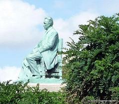 van't Hoff monument by Dietmut Teijgeman-Hansen (http://www.flickr.com/photos/reisgekki/5157850713/ Attribution-NonCommercial-NoDerivs 2.0 Generic (CC BY-NC-ND 2.0)