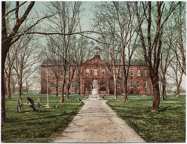 Photograpy of the Wren Building at the College of William and Mary in Williamsburg, Virginia