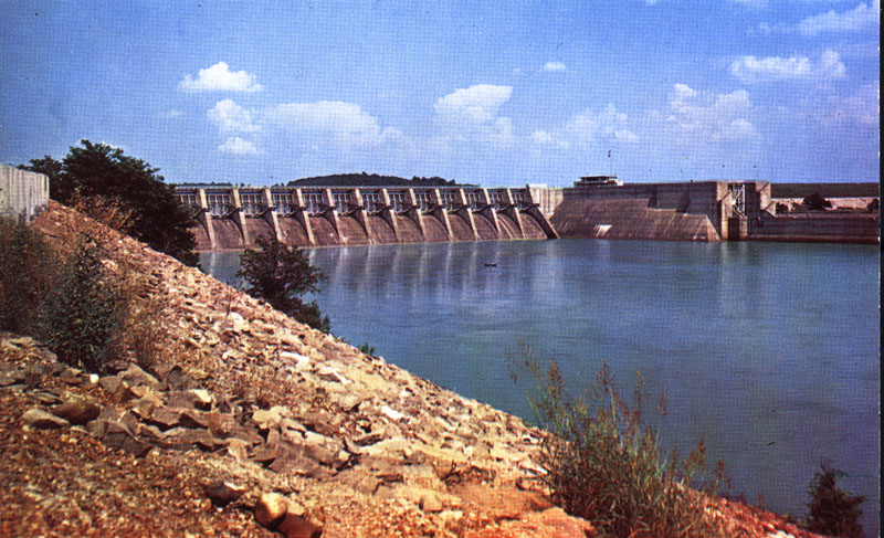 full color photograph of the Fort Loudon Dam