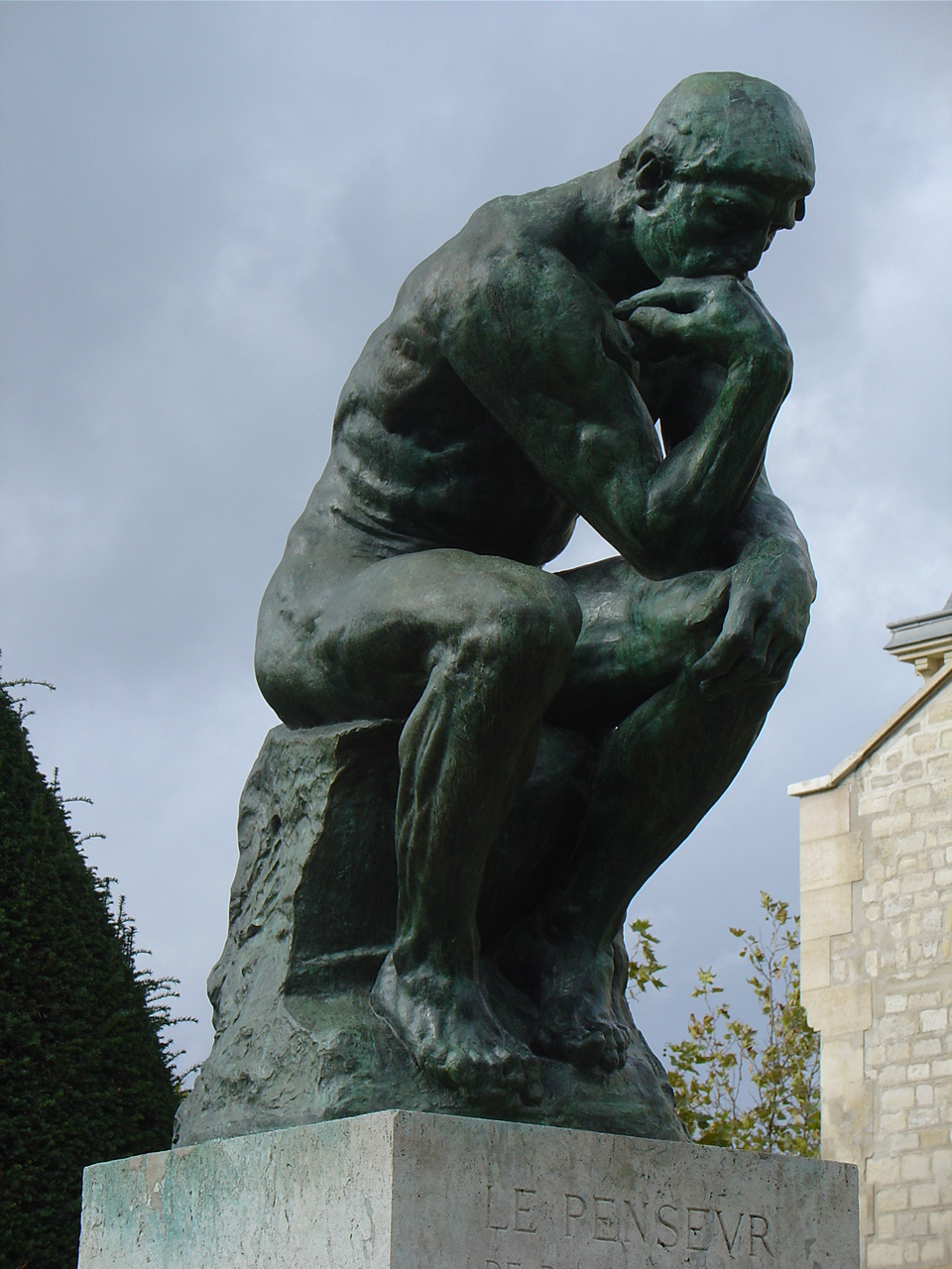 Image of Auguste Rodin's Thinker statute