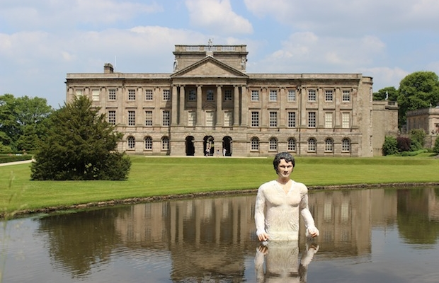 "Statue of ""wet shirt Darcy"""