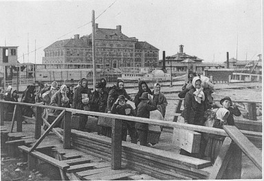 Landing at Ellis Island, http://www.loc.gov/pictures/item/97501086/