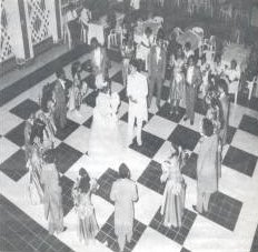 Presentation of the court at the dance.