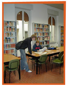 Students using the Gonzaga in Florence Library.