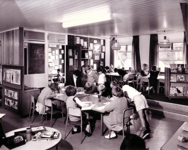 Photograph of interior of Eveline Lowe Primary School