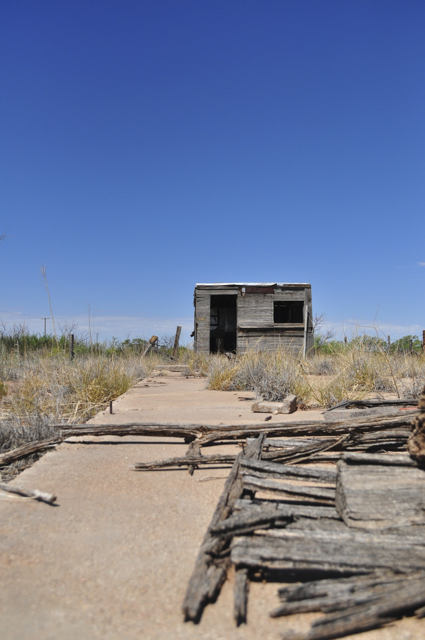 image of an abandoned shack