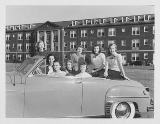 1940's convertible of students