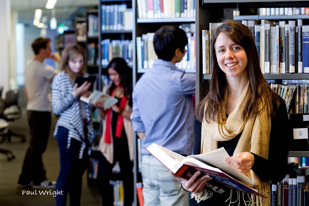 students using Macquarie University library