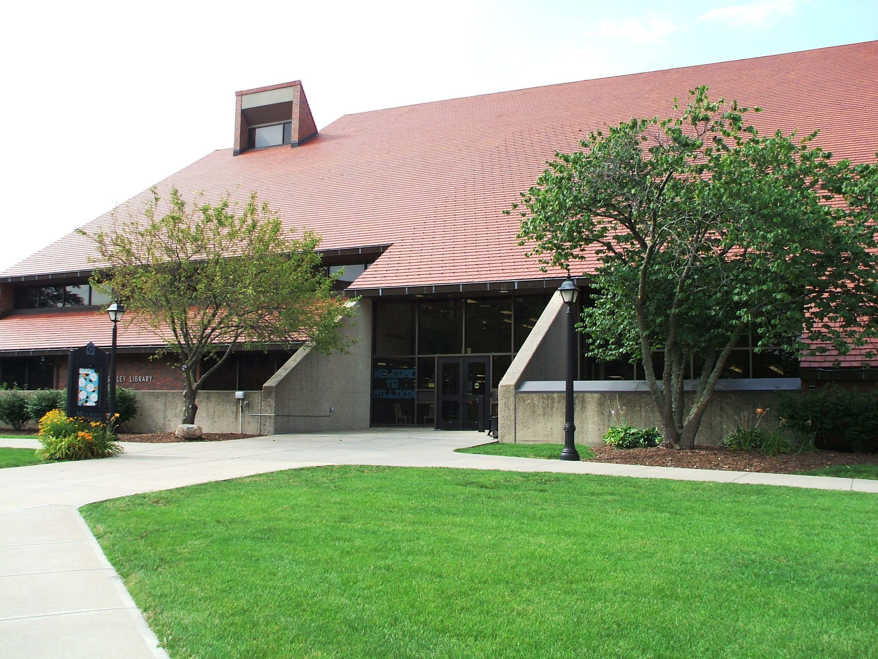 Picture of the exterior of Staley Library
