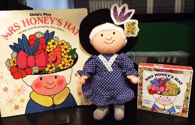 Mrs Honey's hat puppet, game and large picture book