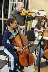 students playing cello's