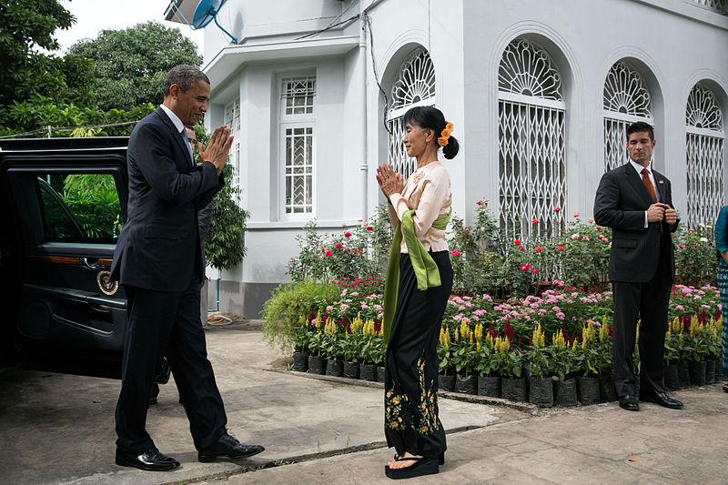 Aung San Suu Kyi Welcomes Barack Obama