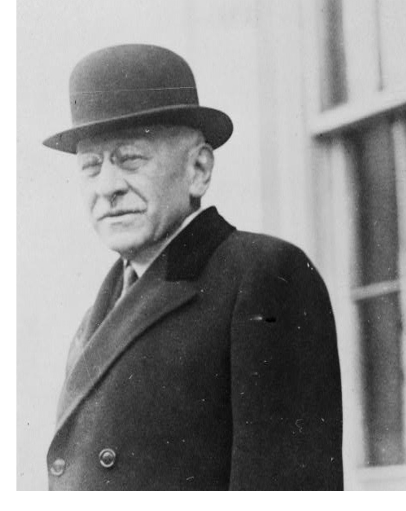 Image of an older Julius Rosenwald in a suit and hat.