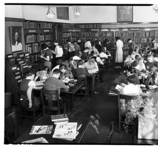 Photo of Overcrowded Ballard High School Library,