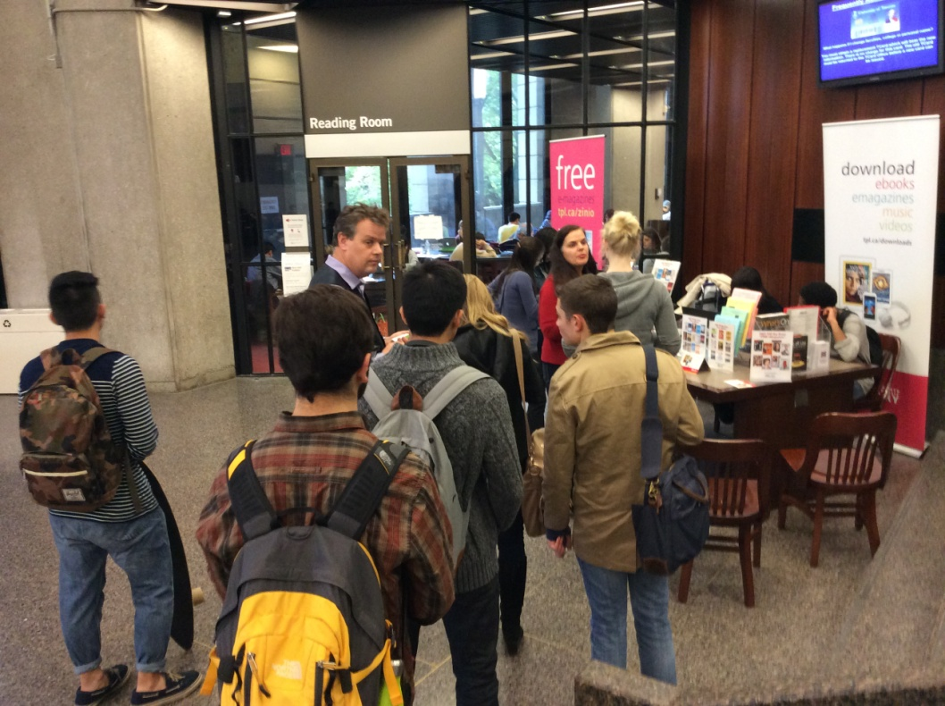 U of T library users lining up to register for Toronto Public Library cards