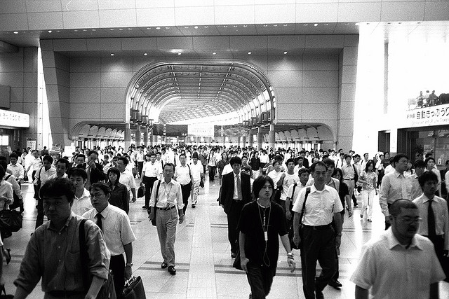 Commute, Shinagawa Japan (xeeliz, Flickr)