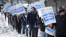 UofT Teaching assistants strike 2015
