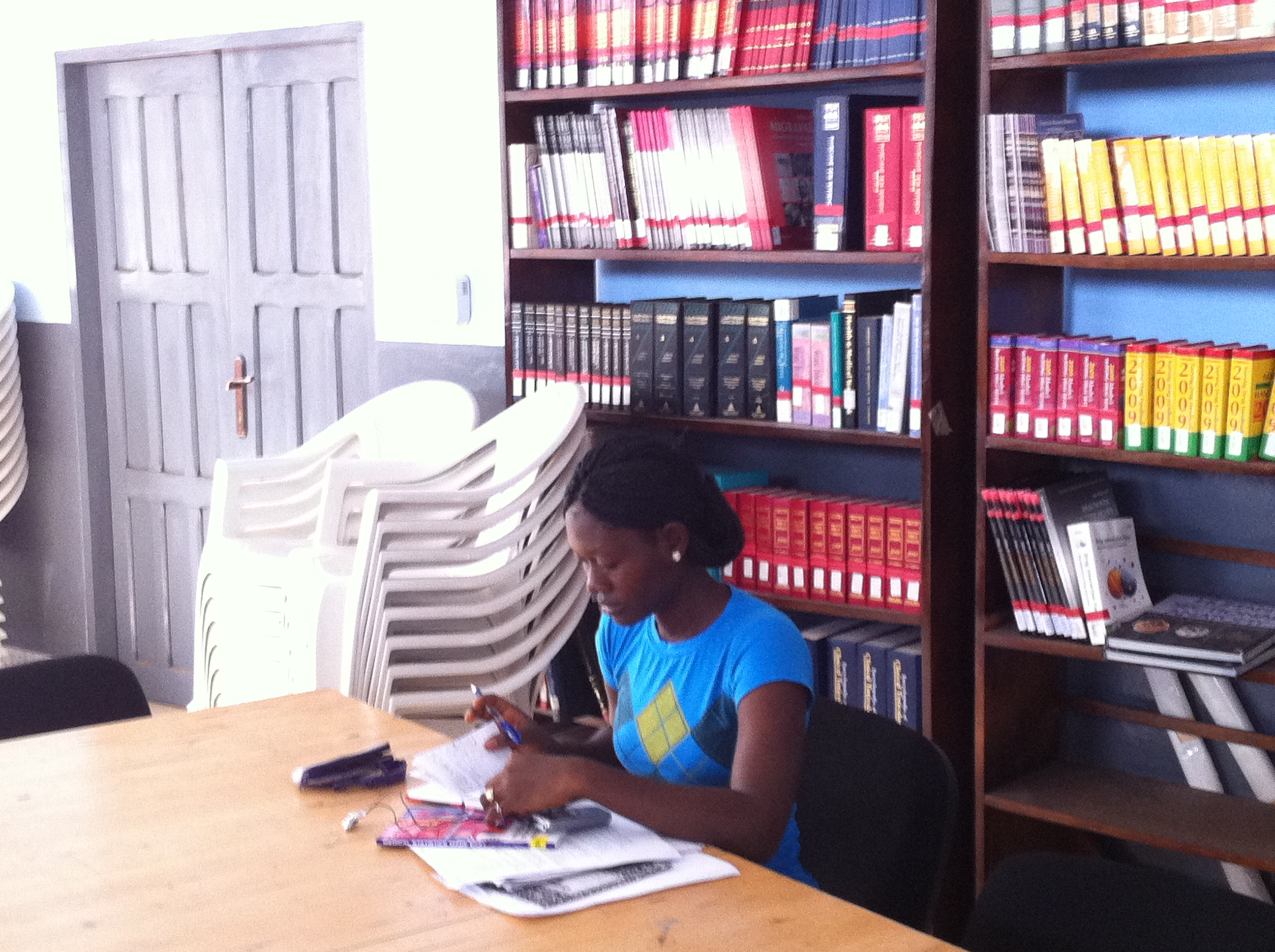 Woman reading in the A.M. Dogliotti College of Medicine and Pharmacy Library