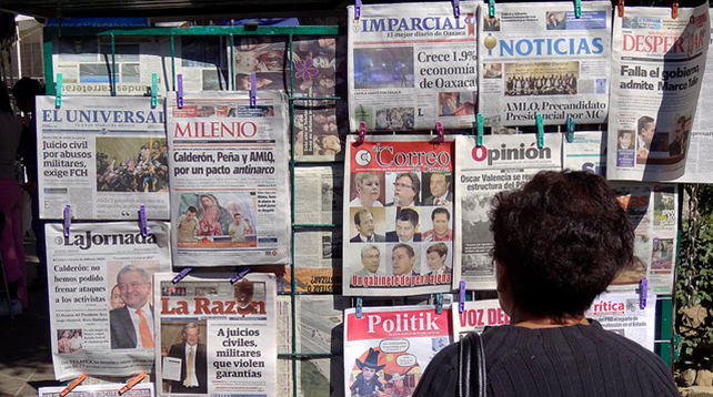 A photo of a Spanish newspaper stand.